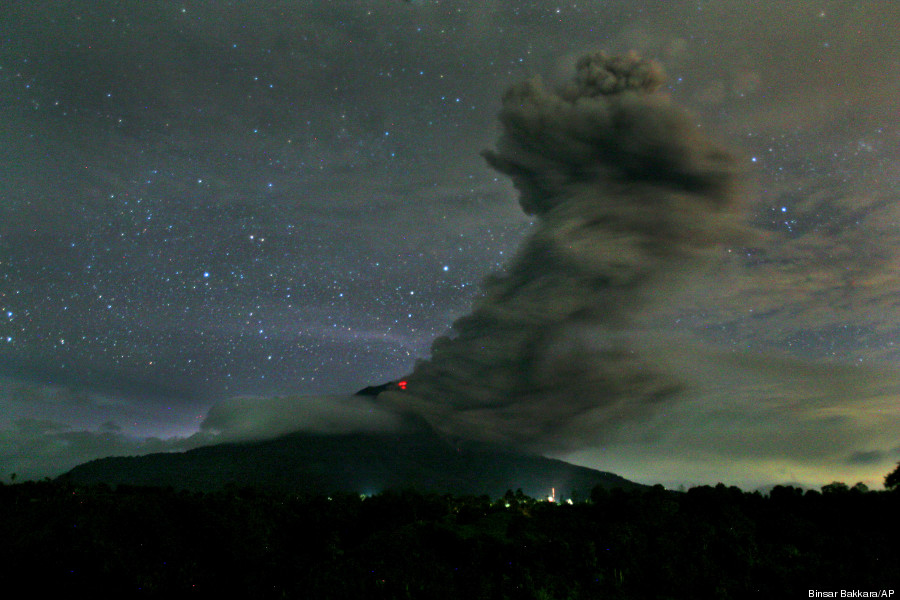 mount sinabung spews volcanic ash