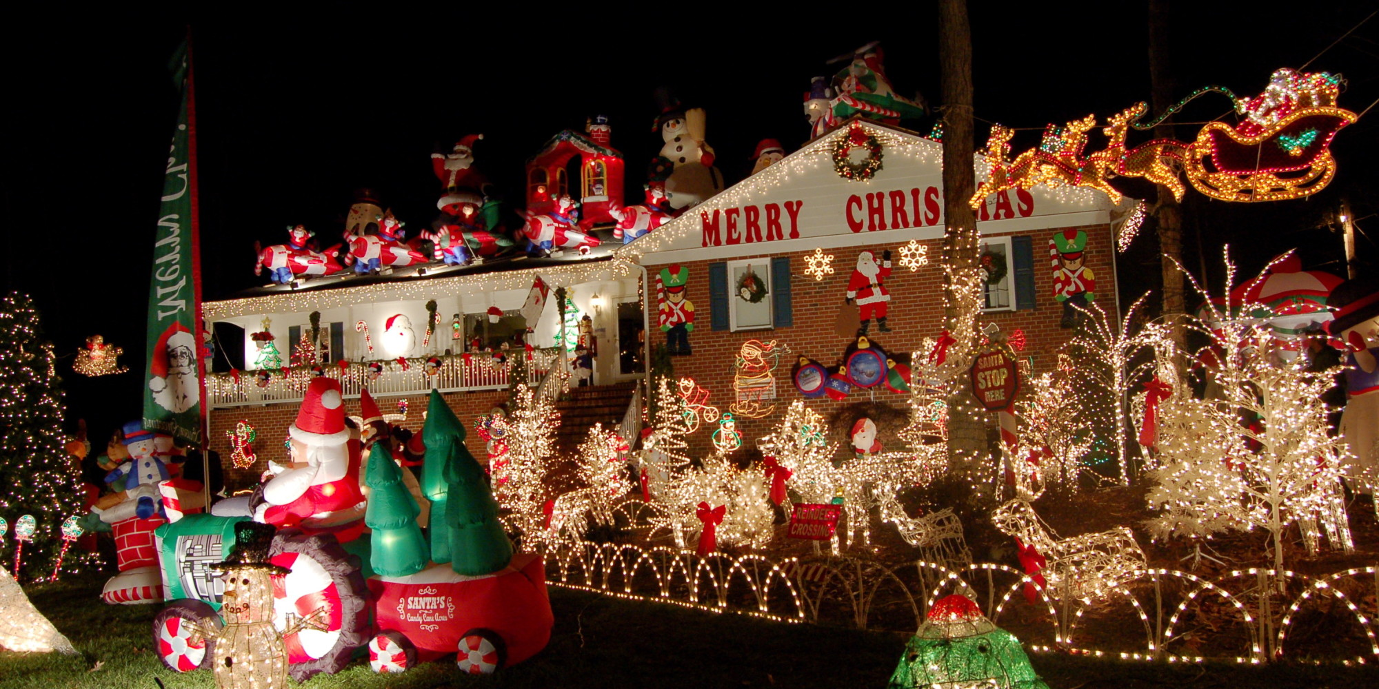 15 incredible houses decorated for christmas whoville decorated christmas house pictures photos and images for