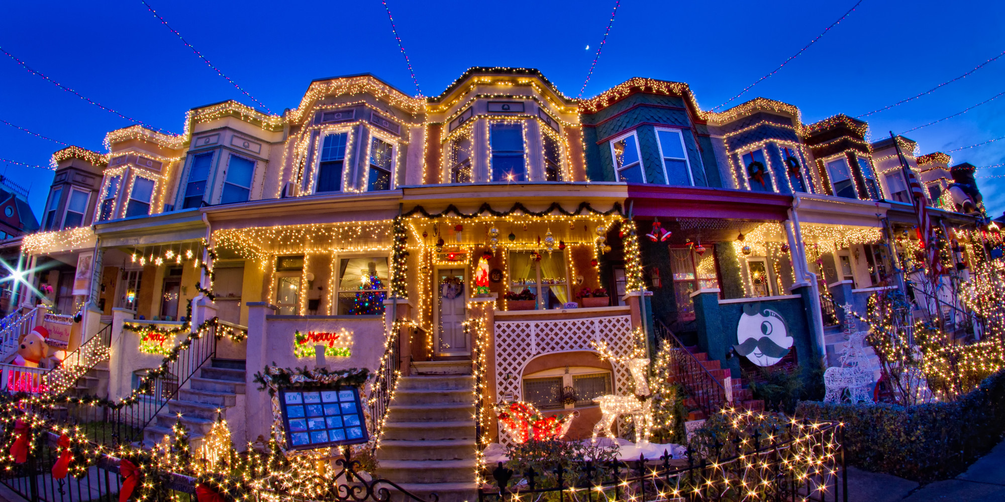 the top 15 christmas light displays of 2013 video huffpost. Black Bedroom Furniture Sets. Home Design Ideas