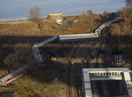 metro north train derails