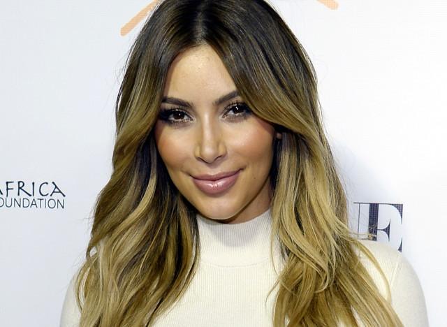 Vid o selfie de kim kardashian elle vous apprend comment - Comment faire le maquillage de kim kardashian ...