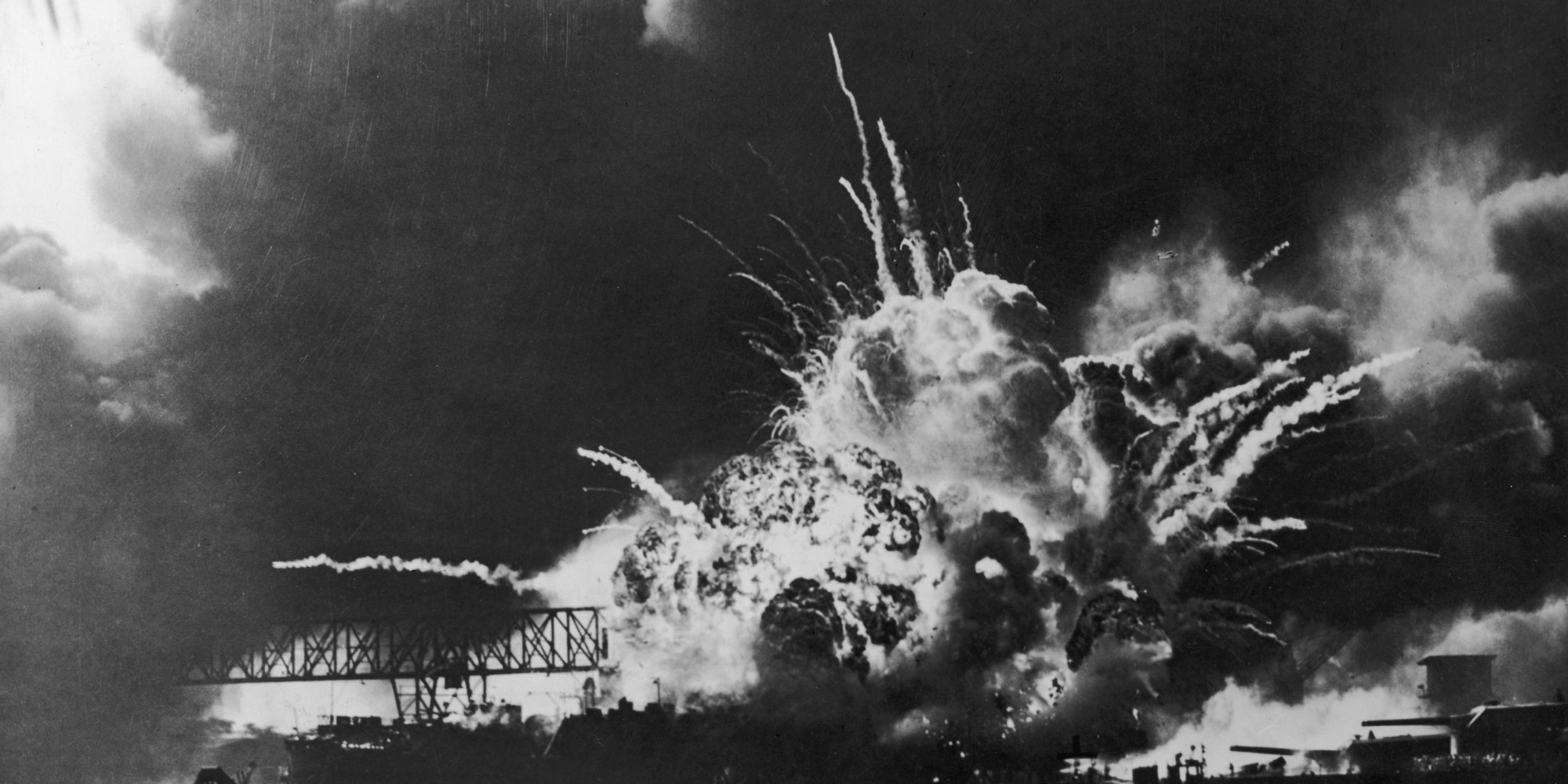 a history of the bombing in pearl harbor Us history ushistoryorg homepage  the uss arizona was pounded by  japanese bombers as it rested at anchor at pearl harbor the ship ultimately  sank,.