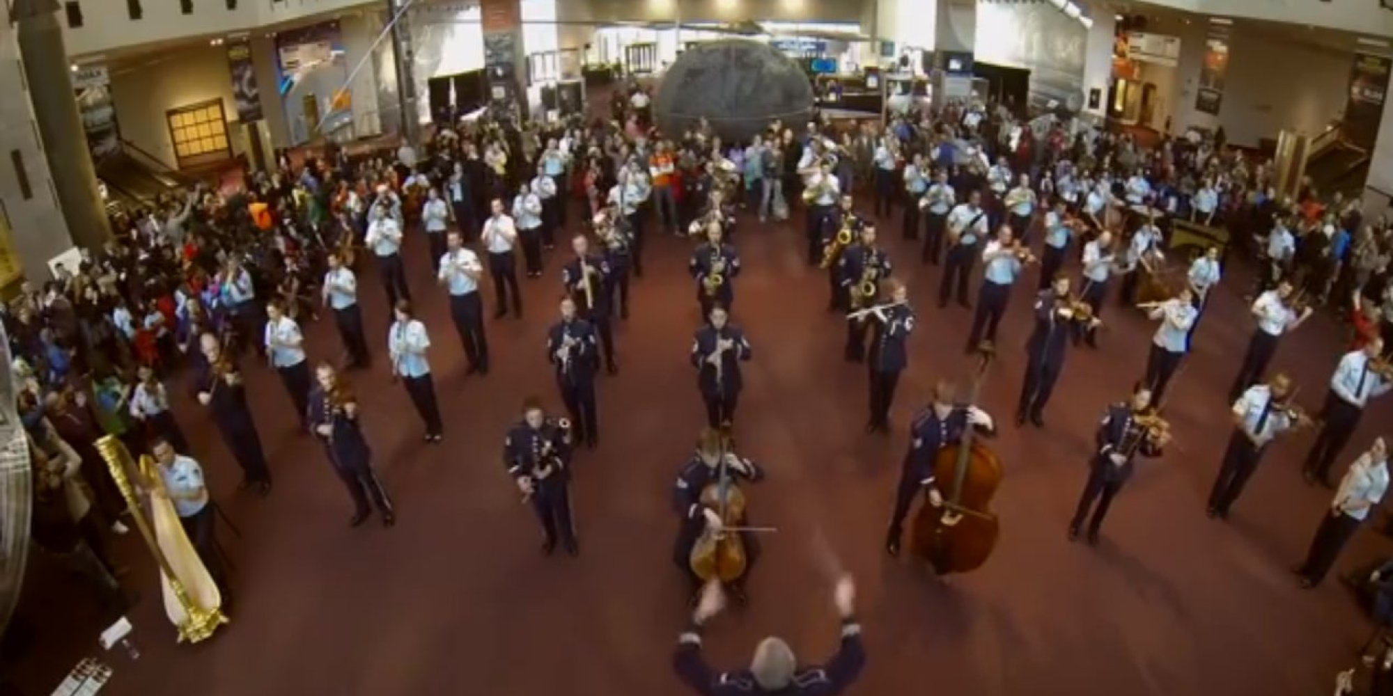 U.S. Air Force Band Surprises Museum Goers With A Holiday ...
