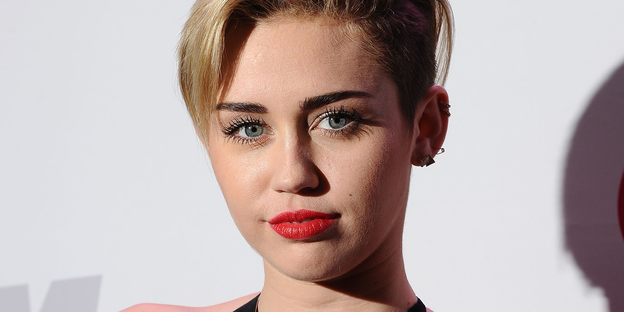 Miley Cyrus Debuts Short Bob Hairdo At KROQ Almost ...