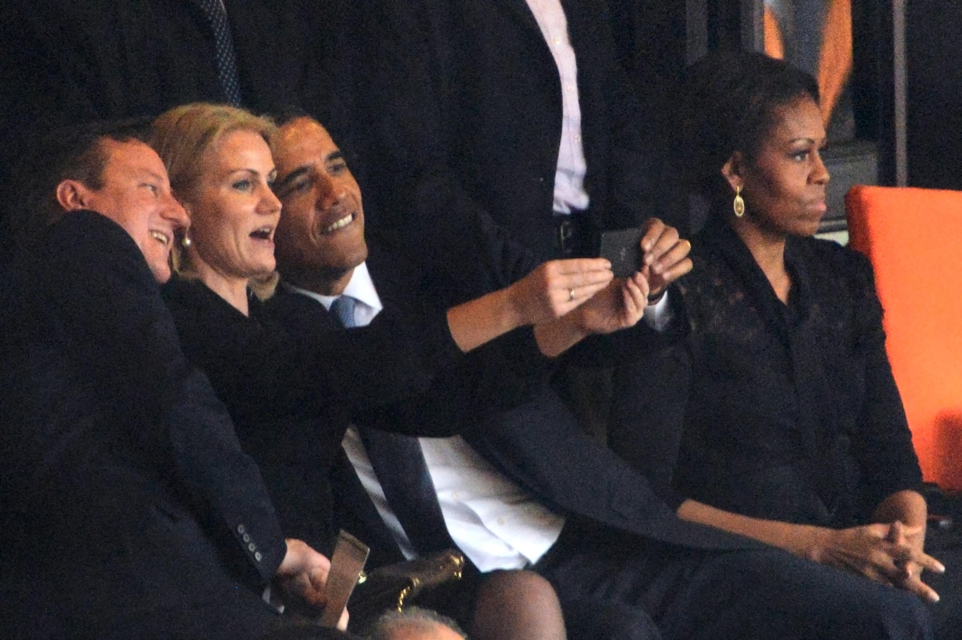 obama selfie michelle