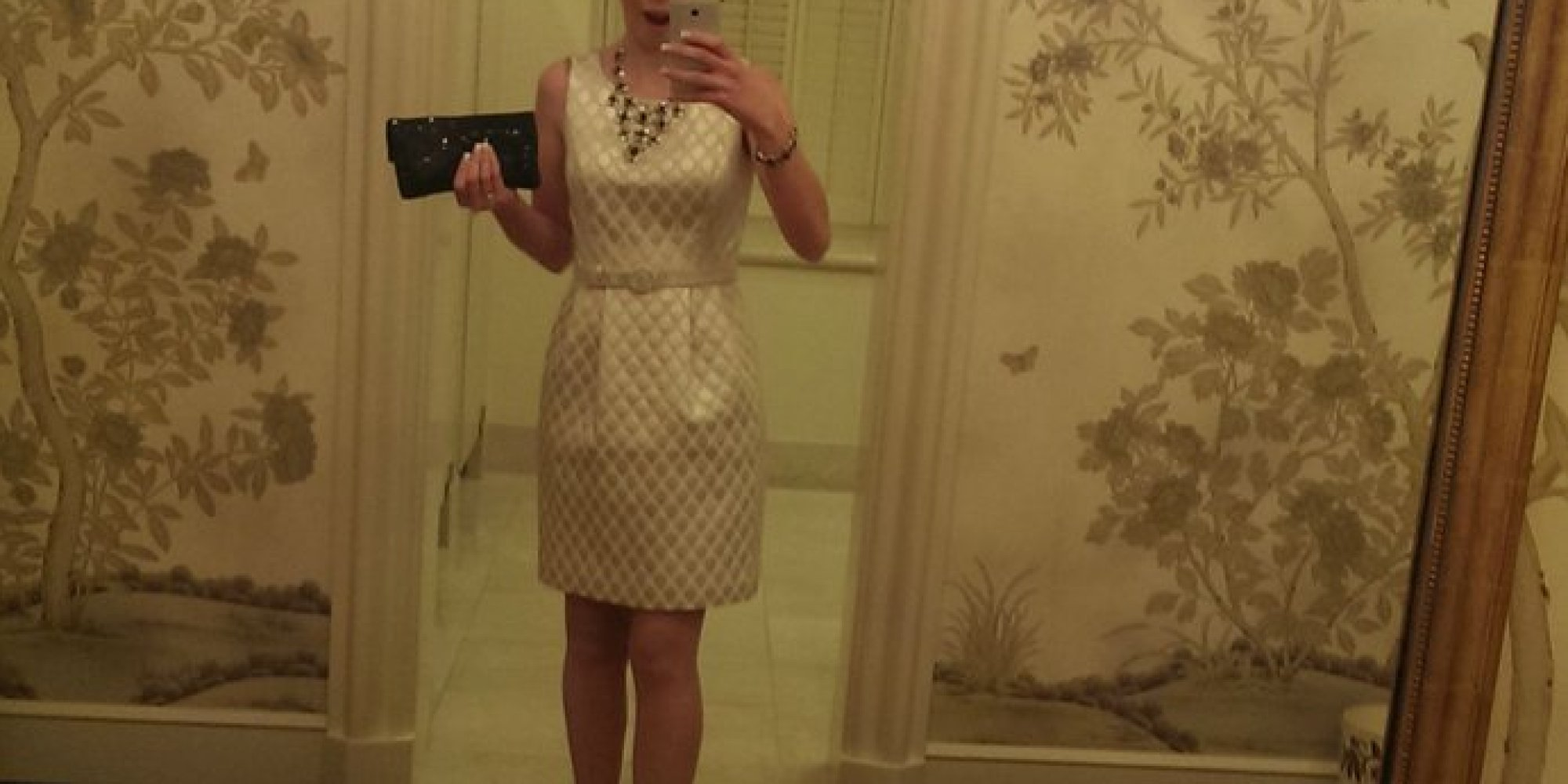 Heres A Woman Supposedly Taking A Selfie In A White House – House Bathroom