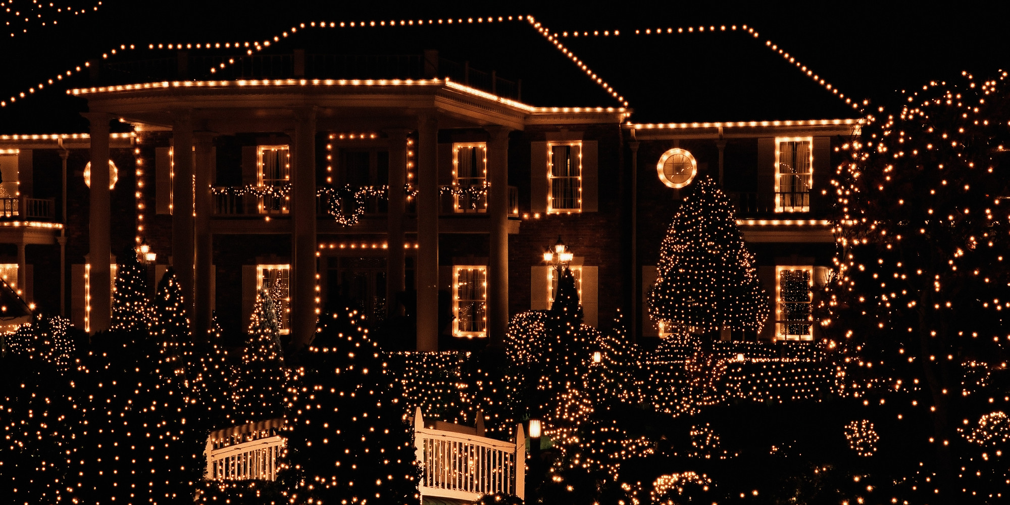 Must see neighborhoods for holiday lights redfin for Best light decoration