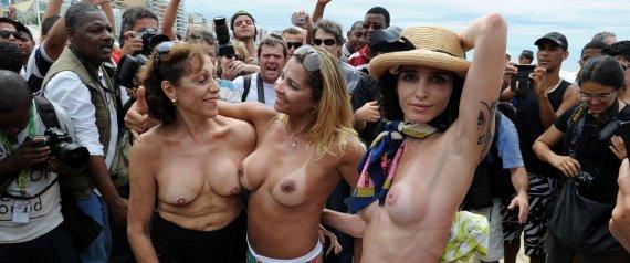 Sin Sujetador Para Eigir Que El Topless Sea Legal Fotos