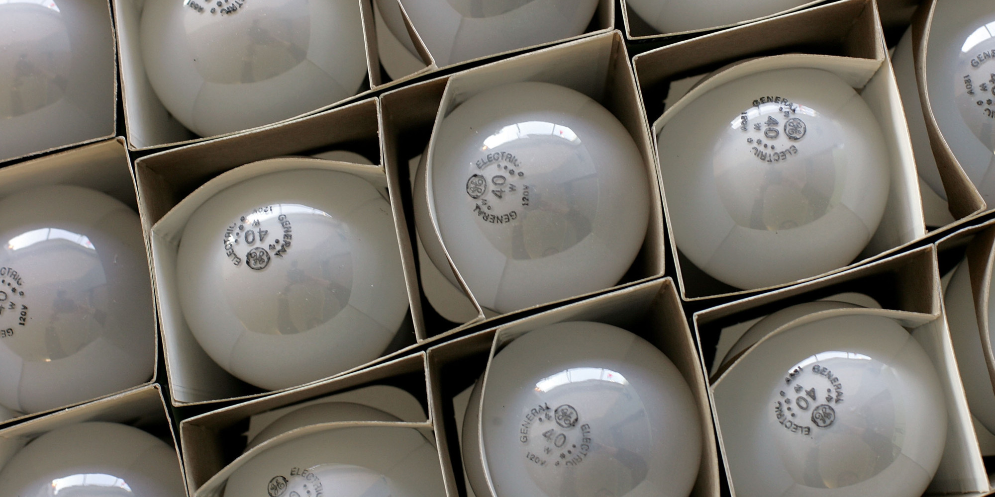 Only 4 In 10 Americans Are Aware Of The Incandescent Lightbulb Phase Out Huffpost