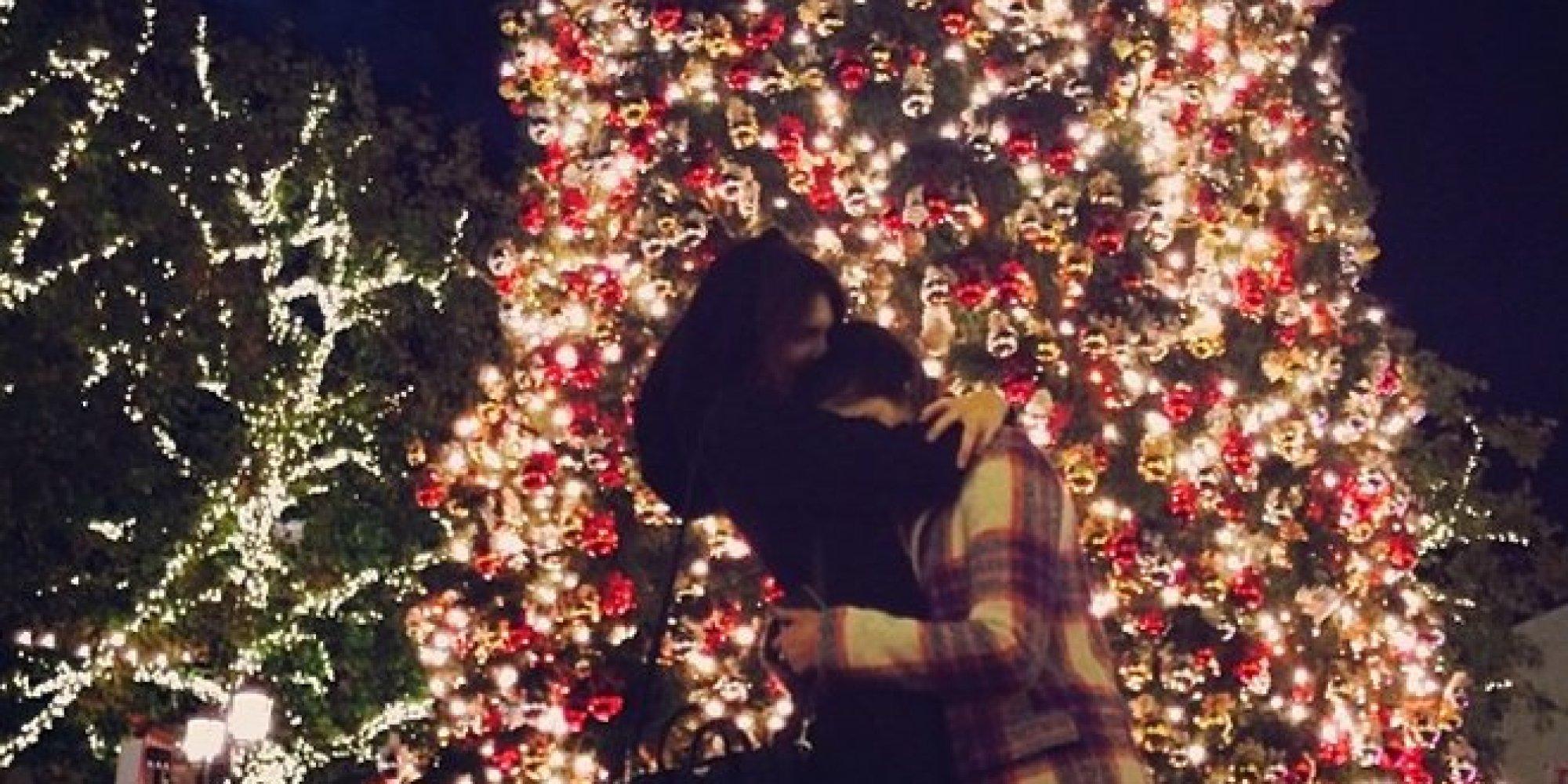 O CELEBRITY CHRISTMAS TREES Facebook