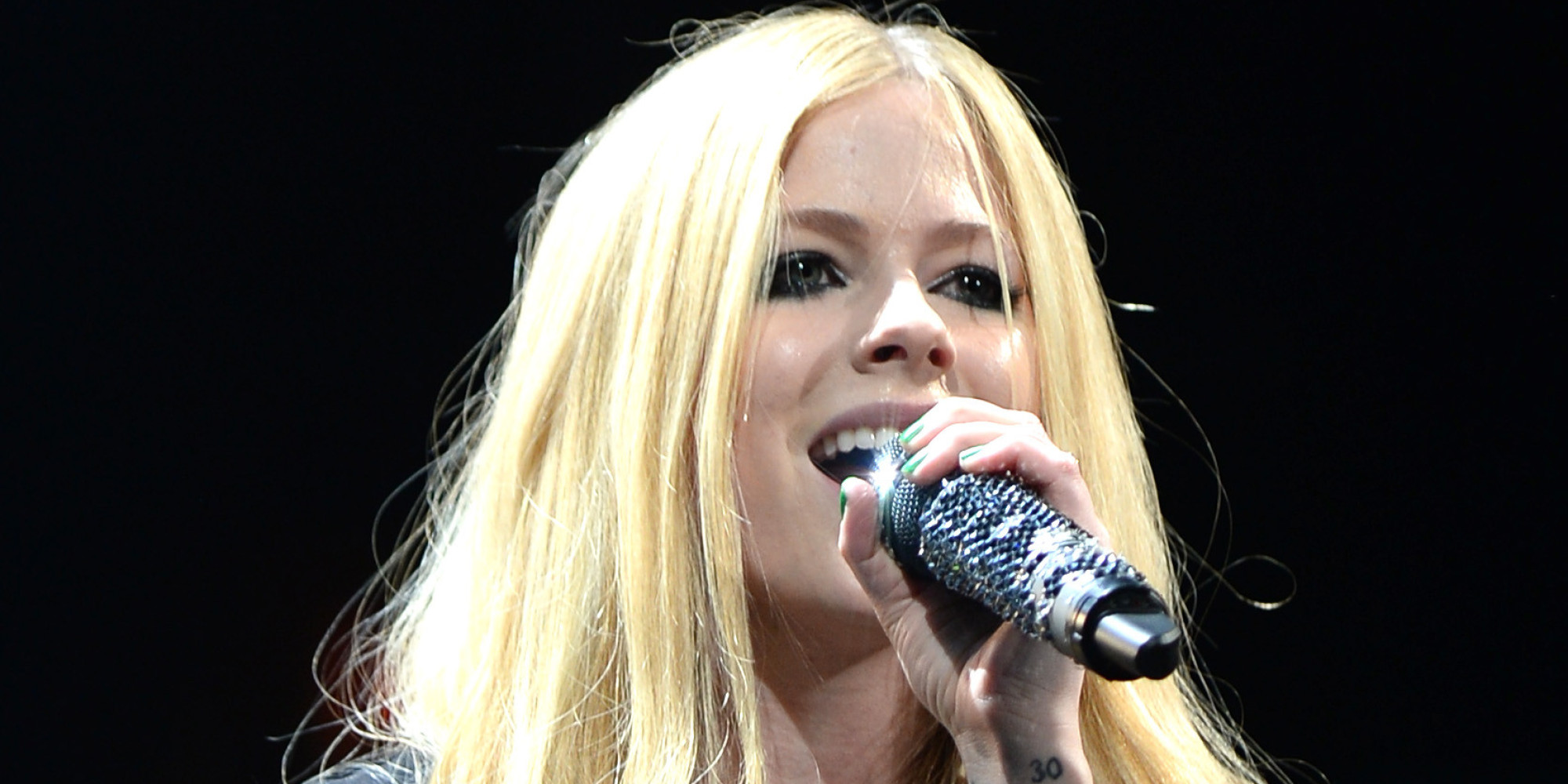 Avril Lavigne Looks Lovely Without Heavy Makeup Photo