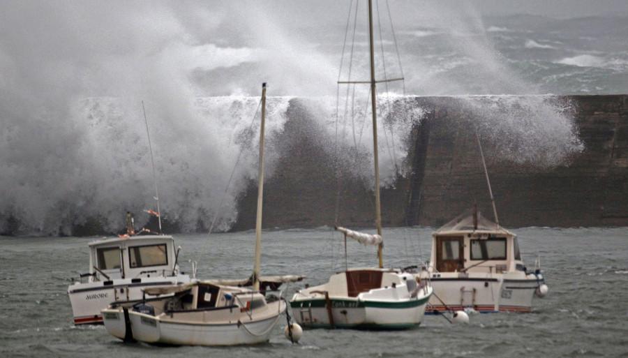 n-TEMPETE-DIRK-huge bateaux.détruits dans mer et soleil