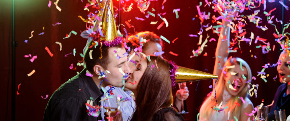 NEW YEARS EVE KISSING
