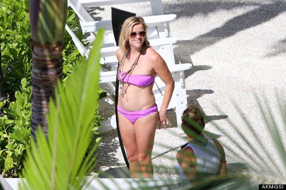 Reese Witherspoon Welcomed‭ ‬2014‭ ‬In An Purple Bikini During Hawaiian Getaway