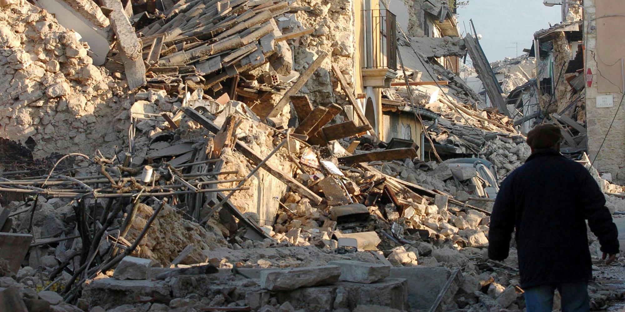 Terremoto l 39 aquila 4 arresti e perquisizioni per presunte tangenti sulla ricostruzione - Casa senza fondamenta terremoto ...