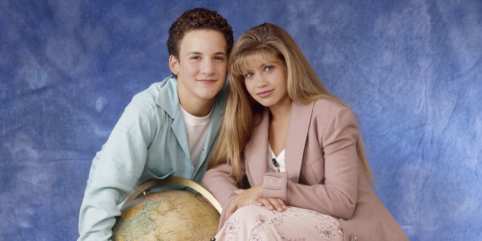 the hole cast of girl meets world Ben savage, actor of both 'boy meets world' and 'girl meets world,' shared a joint cast photo of the two series in preparation for the tv reunion.