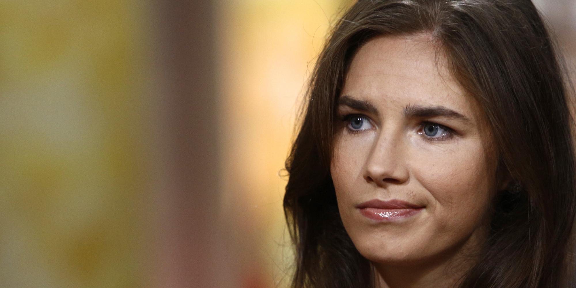 The 30-year old daughter of father Curt Knox and mother Edda Mellas, 163 cm tall Amanda Knox in 2017 photo