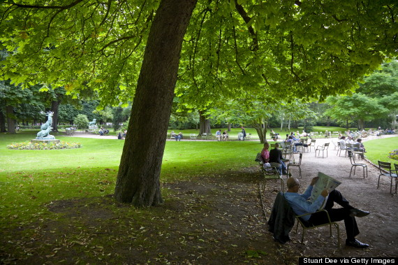 luxembourg gardens reading