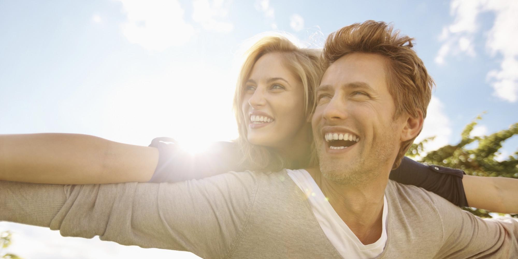 o-HAPPY-COUPLE-facebook Jika 11 Tanda Ini Ada Pada Sang Suami, Berarti Dia adalah Sahabat Terbaikmu Juga. Cek di Sini, Yuk!