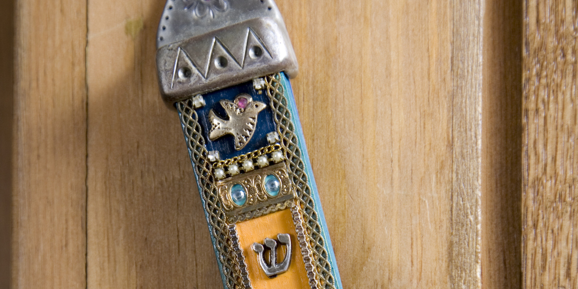 Reddit User Finds Mezuzah And Respectfully Asks Jewish