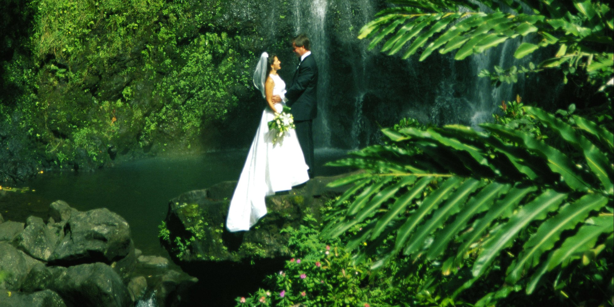6 breathtaking places to get married in hawaii that aren for Best place for wedding
