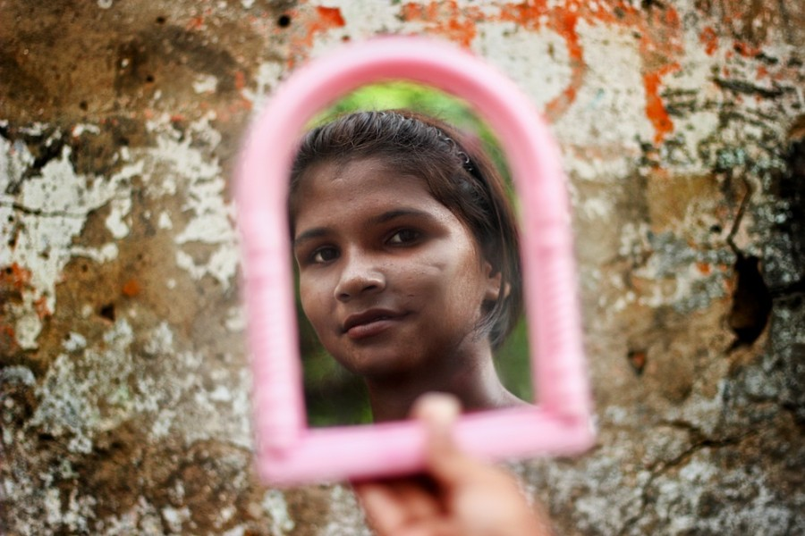 Jarring Photo Series Captures The Mothers And Daughters Of Kolkata's
