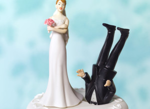 rude wedding cake toppers tries to ruin s wedding fails big time 19454