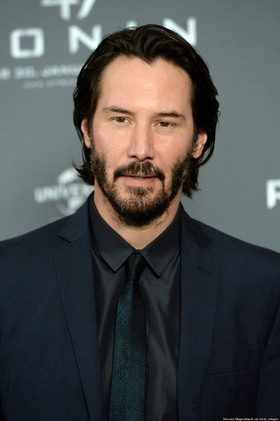 Keanu Reeves Has Sad Eyes At 47 Ronin Premiere Photos