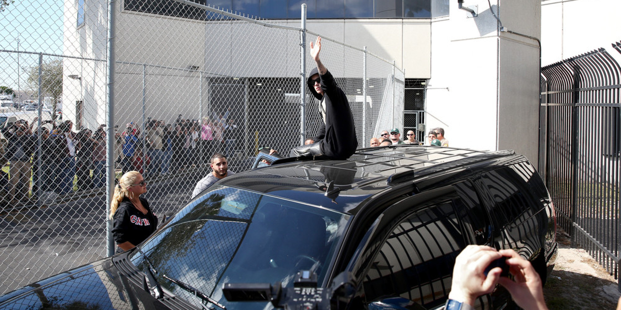 Beyonce Twins Photo >> Justin Bieber Leaves Jail, Waves To Fans Outside Of Correctional Facility   HuffPost