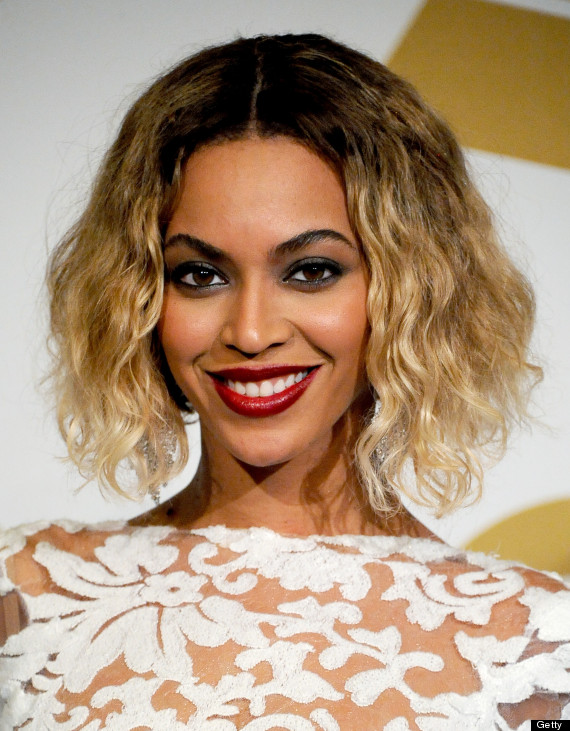 Beyoncé Changes From Bodysuit Into Equally Sexy Peek-A-Boo ...