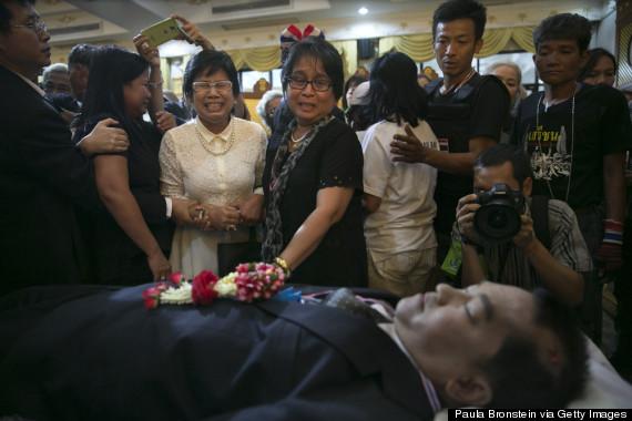 thais mourn