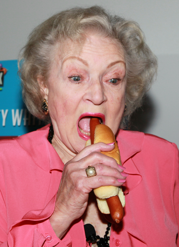 http://i.huffpost.com/gen/158803/BETTY-WHITE-HOT-DOG.jpg