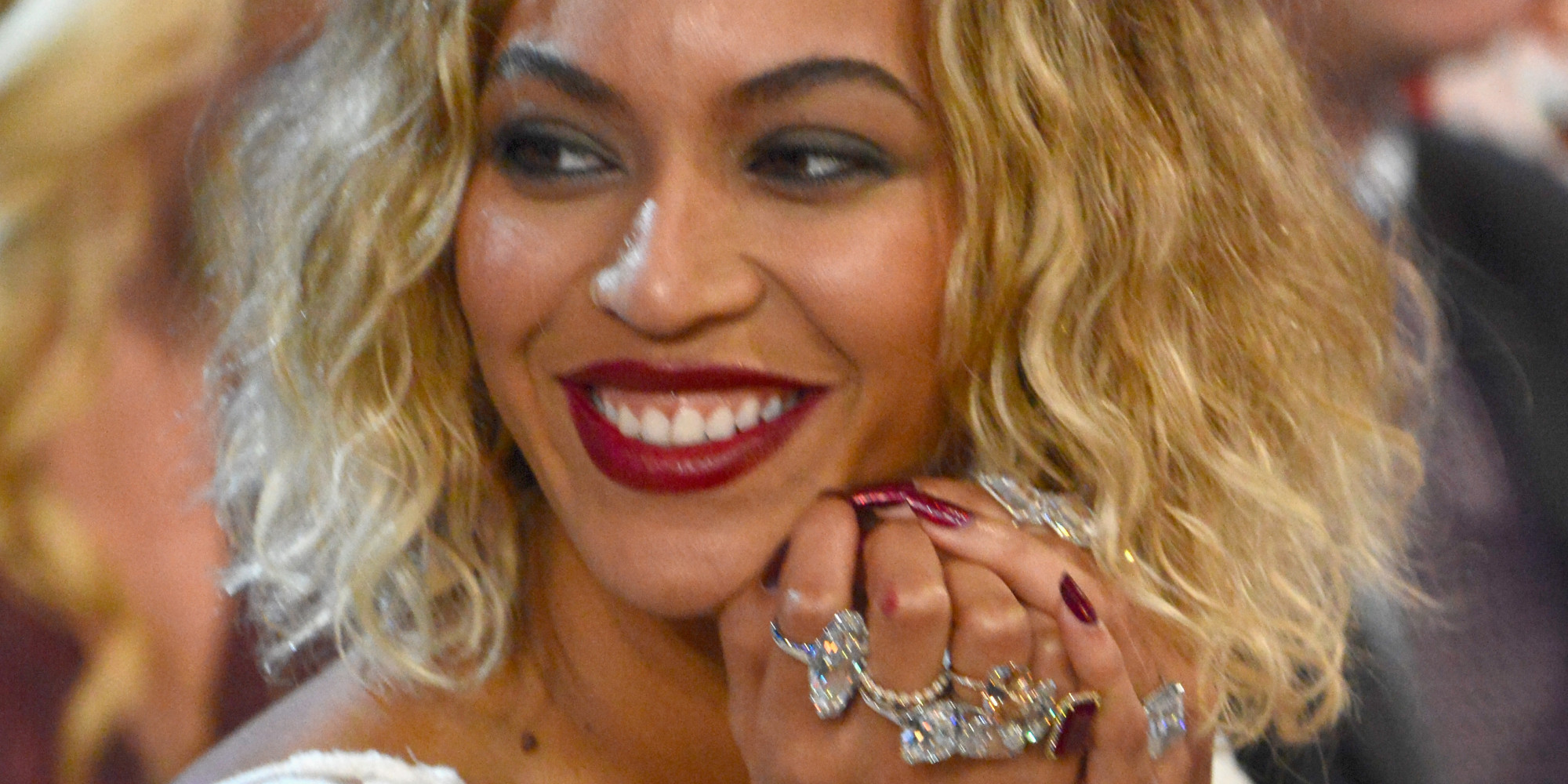 beyonce wore jewels worth 10 million for 2014 grammys