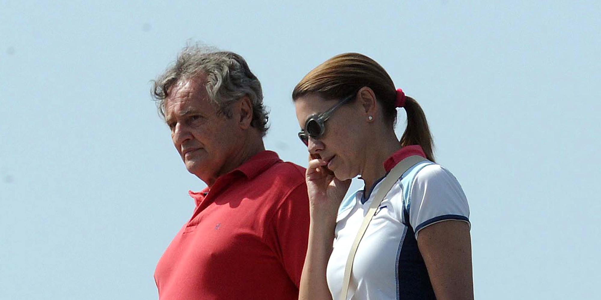 Cospedal cree inconcebible que a su marido se le pague for Lopez del hierro decoracion