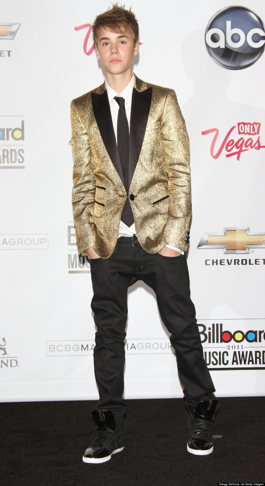 Bruno Mars' Super Bowl Halftime Outfit Channels Justin ...