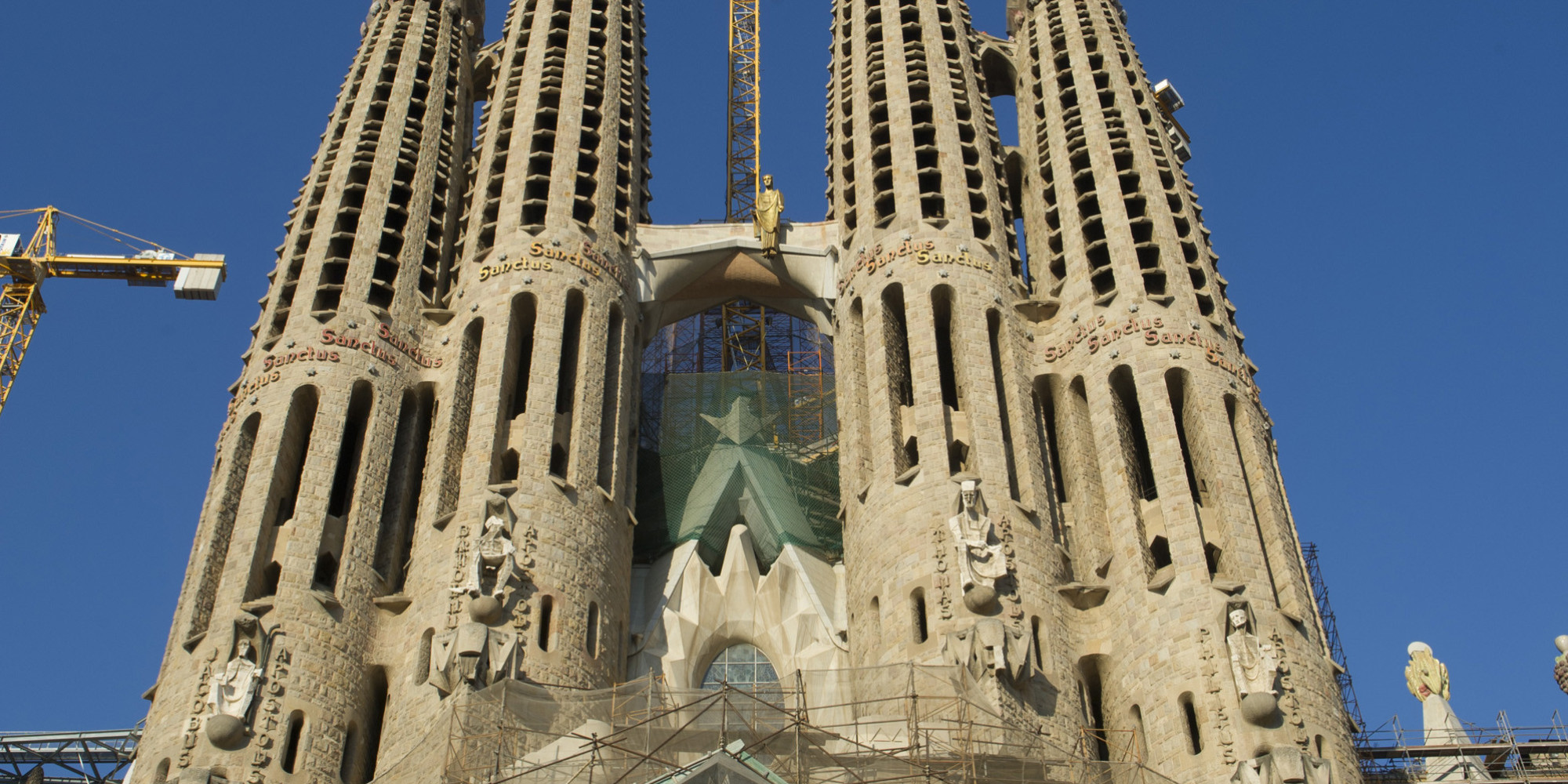 See the best of gaud 39 s iconic architecture in barcelona for Architecture gaudi