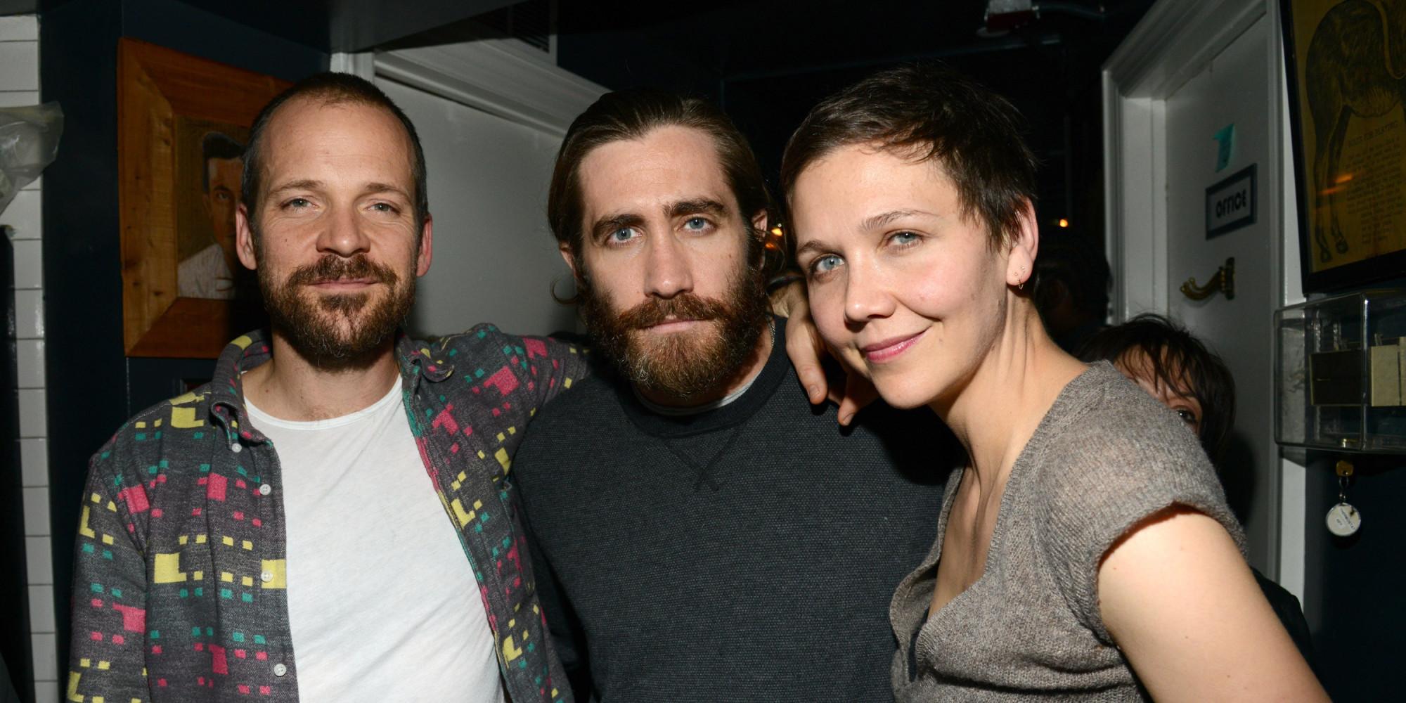 JAKE-GYLLENHAAL-MAGGIE-GYLLENHAAL-facebook jpgJake Gyllenhaal And Maggie Gyllenhaal Kiss