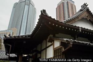 tokyo temple skyscrapers