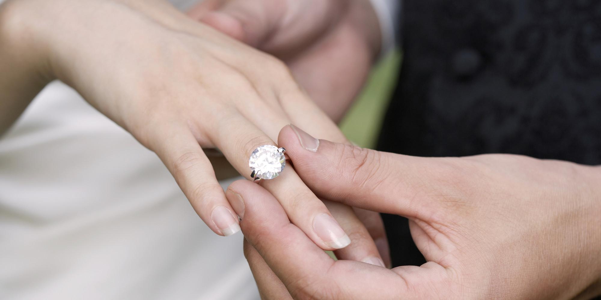 Подарок обручального кольца во сне