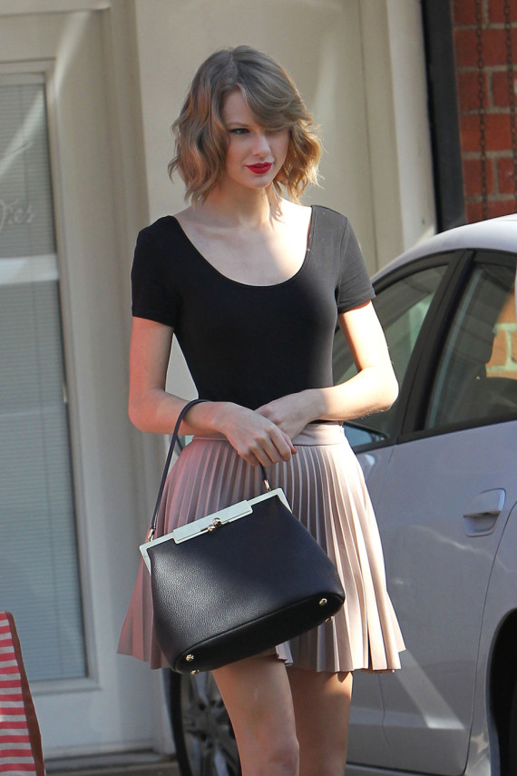 Taylor Swift Channels Her Inner Ballerina In Pleated Nude Skirt Huffpost