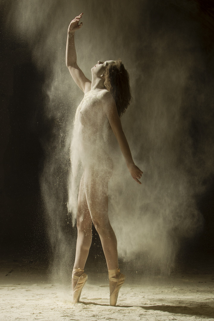 Photos Of Nude Dancers Show A Very Different Side Of The Human Body