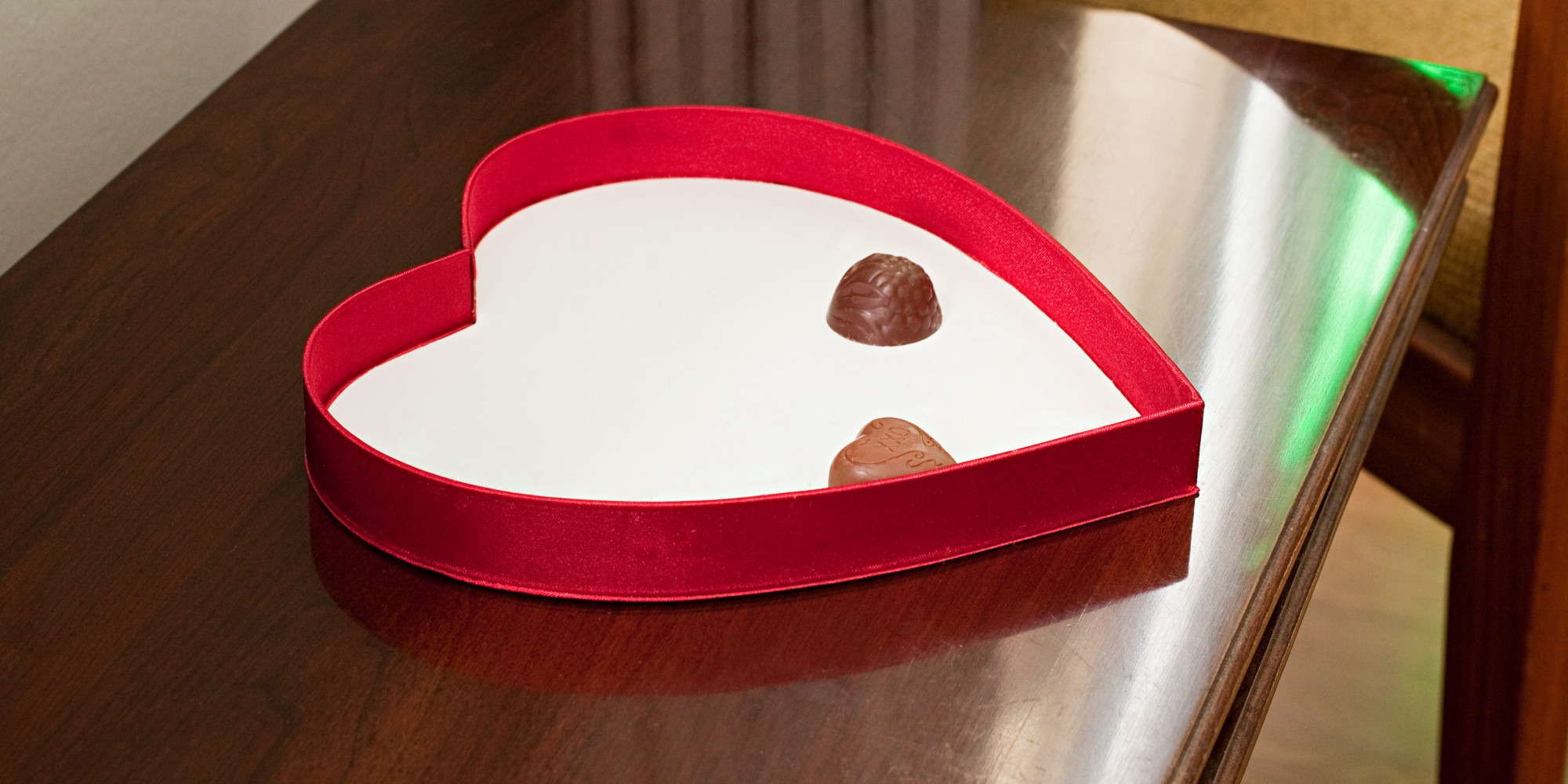 Best And Worst Things To Give Your Girlfriend On Valentine S Day