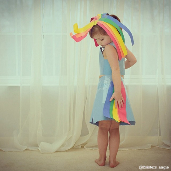 This 4 year old makes paper dresses with her mom and they keep getting more amazing huffpost - Creatie dressing ...