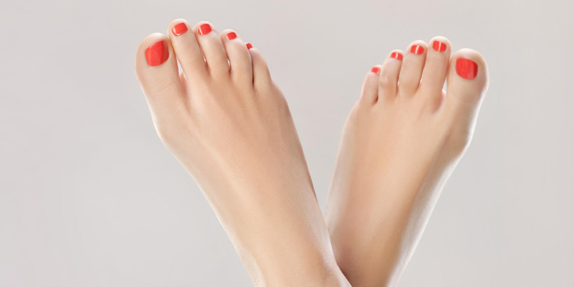 Dedos de los pies en las escaleras