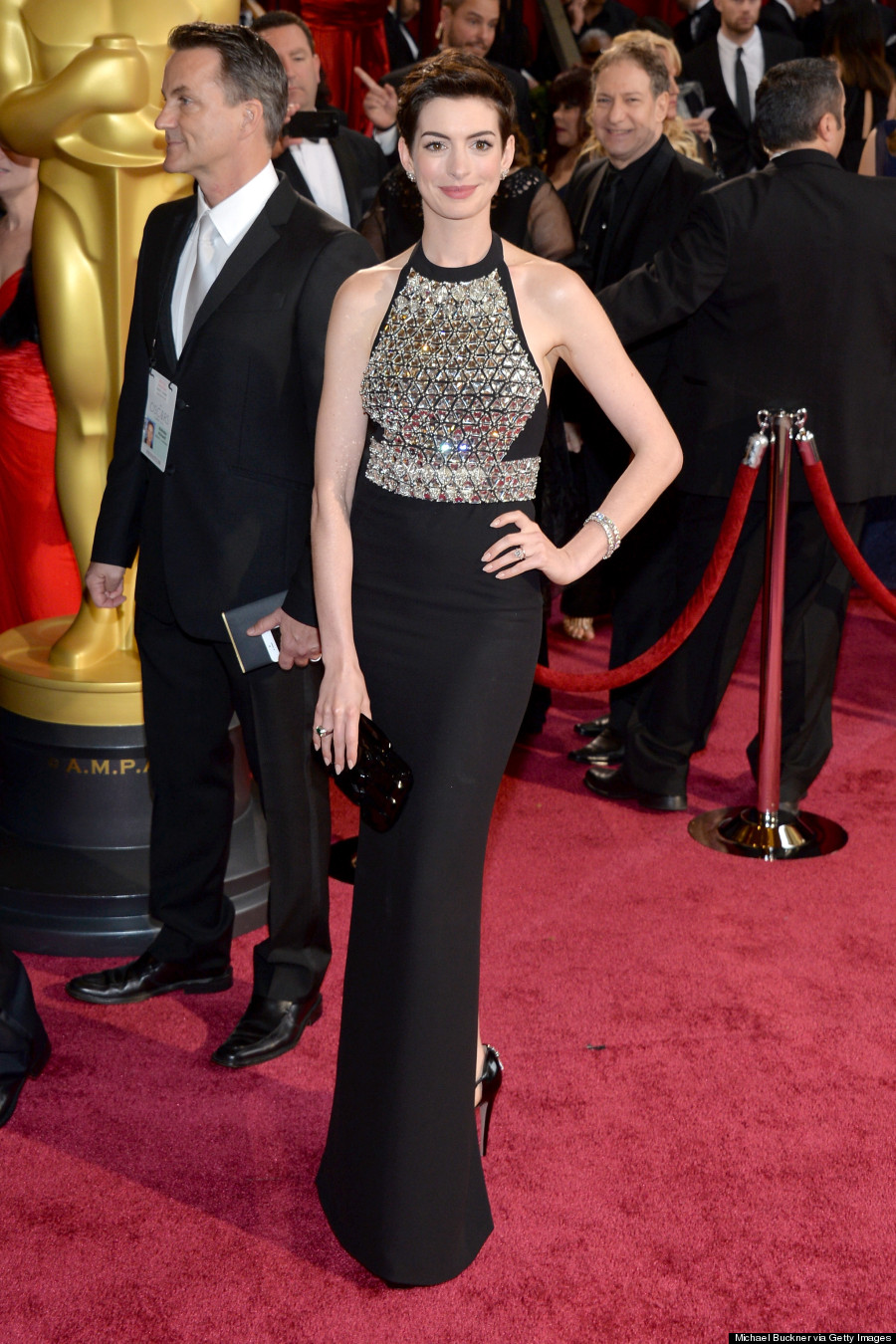 Anne Hathaway Oscars 2014: Gucci Armour Dress Doesn't Have Nipple ...