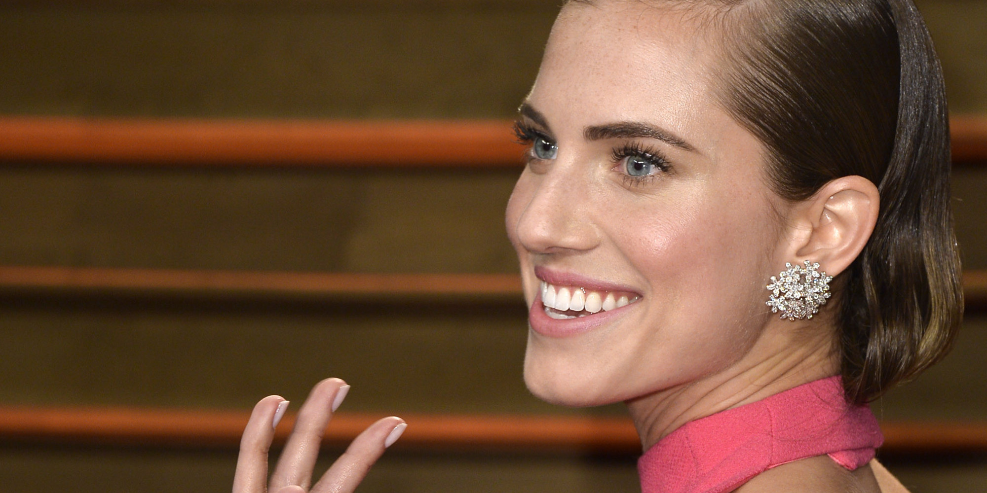 Allison Williams Flashes Her Engagement Ring At Vanity Fair Oscars Party   Huffpost