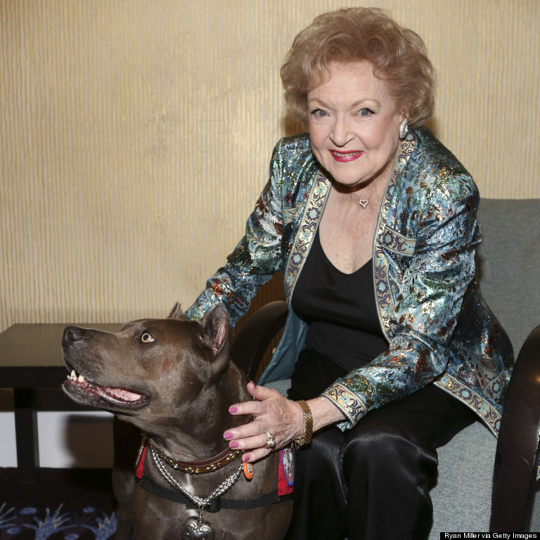 betty white elle dog