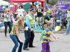 New Orleans Police Detective Gets Down With The Wobble Dance At Mardi Gras
