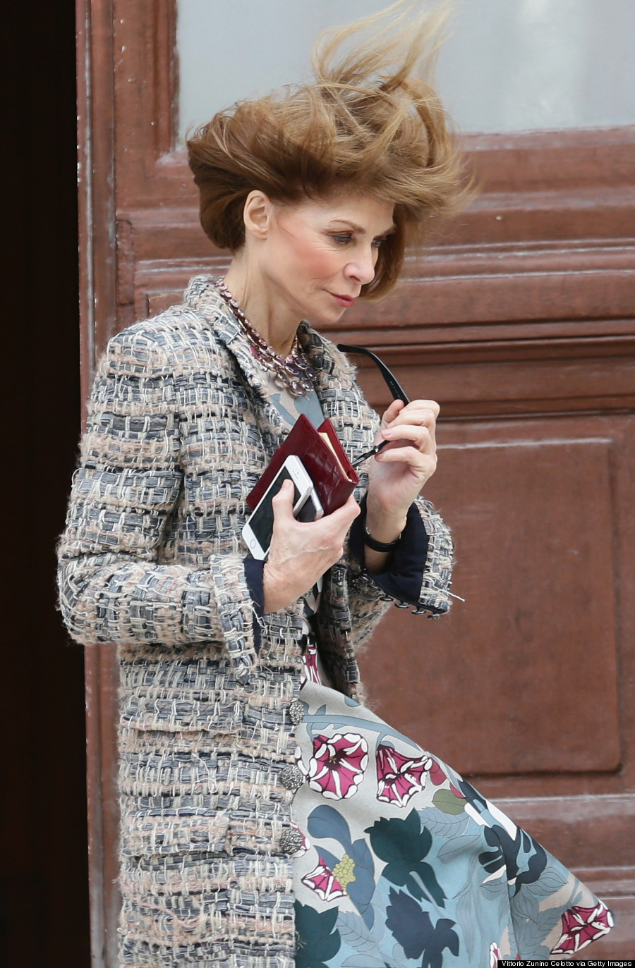 Anna Wintour Battles The Wind And Wins (PHOTOS)