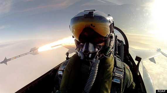 Những tấm ảnh tự sướng độc đáng ghen tị của các phi công quân đội